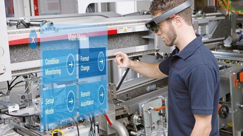 Innovative Lösungen: Maschinenbauer Optima bietet seinen Kunden die Möglichkeit, Infos über eine Anlage per Augmented- Reality-Brille  abzurufen.