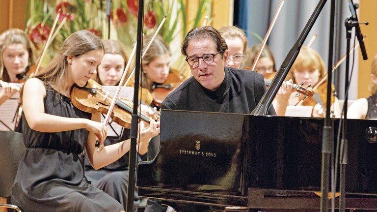 Musikgenuss: Bayerns Nachwuchs trat mit dem bekannten Pianisten Fazil Say auf.