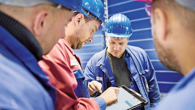 Digitalisierung:  Bei Meetings ist das Tablet stets dabei, die Daten fließen direkt in die Produktion ein. Das sorgt für mehr Effektivität.