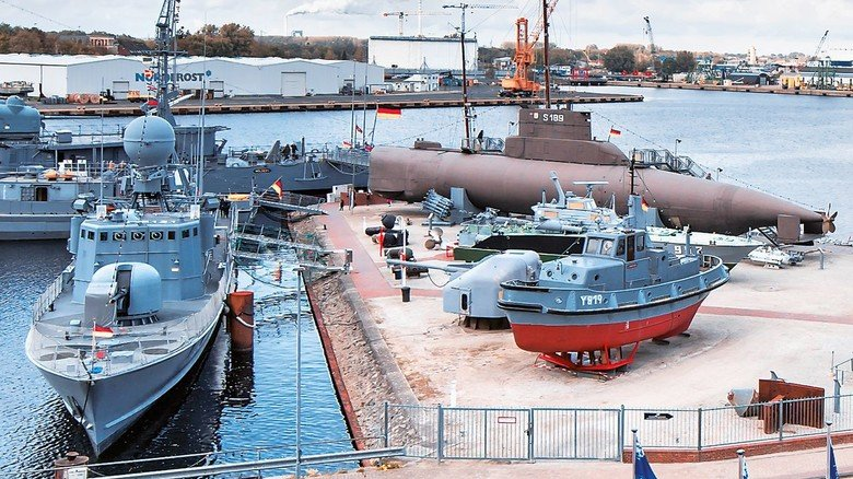 Kriegsschiffe im Marine-Museum.