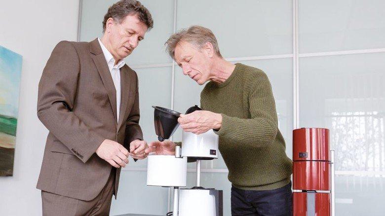 Tradition: Michael Schüller (links) und Martin Dettinger setzen bei der Ritterwerk GmbH auf klare Formen. Foto: Schulz