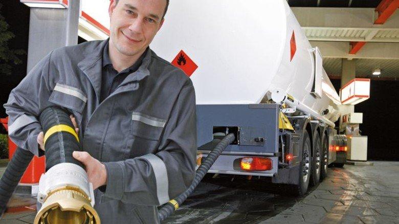 Großes Kaliber: Elaflex-Hiby-Ventile kommen auch an Tankstellen, Flugzeugen und Schiffen zum Einsatz. Foto: Werk
