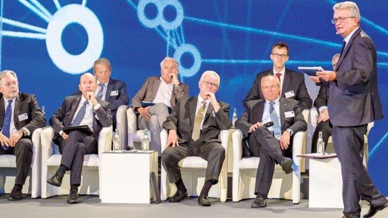 """Der Zukunftsrat der Bayerischen Wirtschaft stellte die vbw-Studie """"Gesundheit und Medizin – Herausforderung und Chancen"""" vor und empfahl, was Politik und Gesellschaft tun müssen – etwa, die elektronische Gesundheitsakte einführen. Foto: Schulz"""