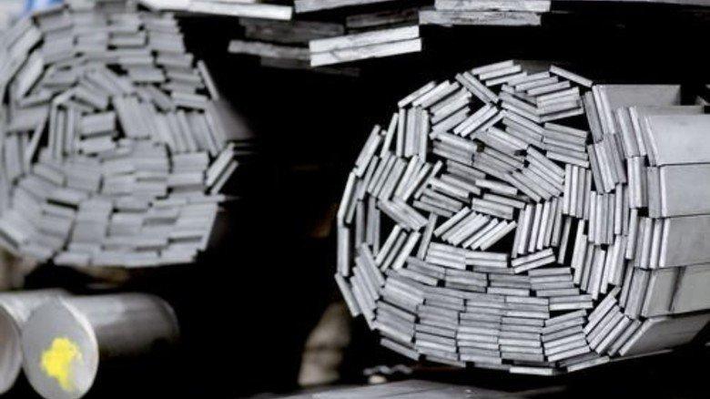 Große Auswahl: Die Firma bietet Blankstahl in Tausenden Varianten an. Foto: Derian