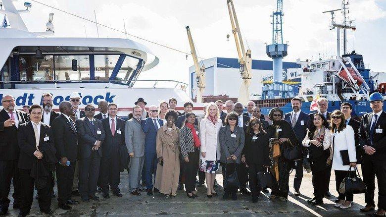 Hoher Besuch: Zahlreiche Diplomaten waren zu Gast auf der Neptunwerft. Foto: Neptunwerft/Wild