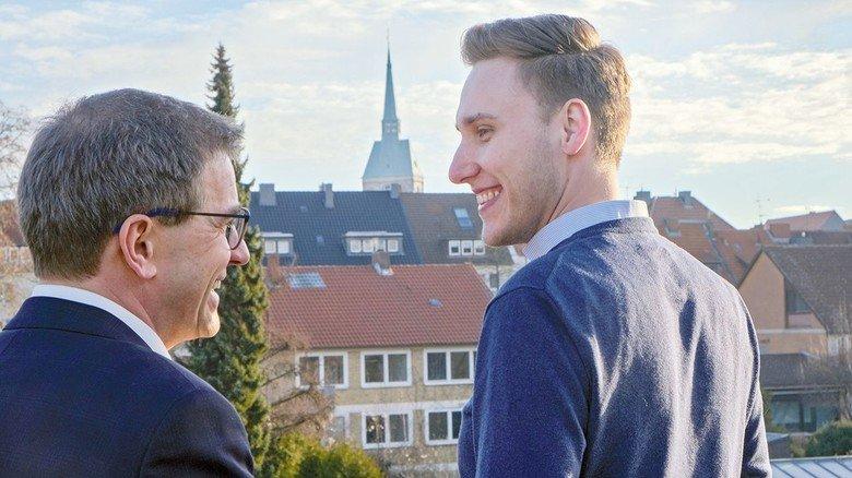 Blick über die Stadt: Michael Teyfel mit Werner Fricke vom Verband Unternehmer Hildesheim.