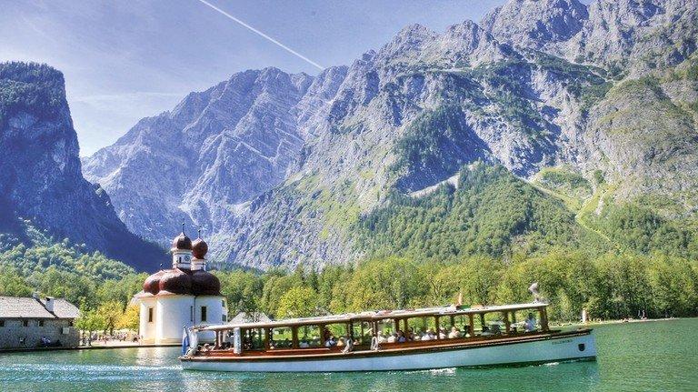 Attraktiv: Jedes Jahr fahren mehr als eine  halbe MillionTouristen über den Königssee zur Wallfahrtskapelle St.Bartholomä.