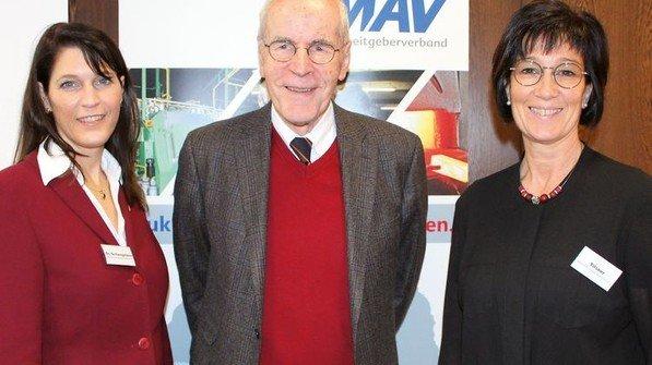 Willkommen: Geschäftsführerin Bettina Schwegmann (links) und Bildungsreferentin Annette Tilsner mit ihrem Gast. Foto: MAV