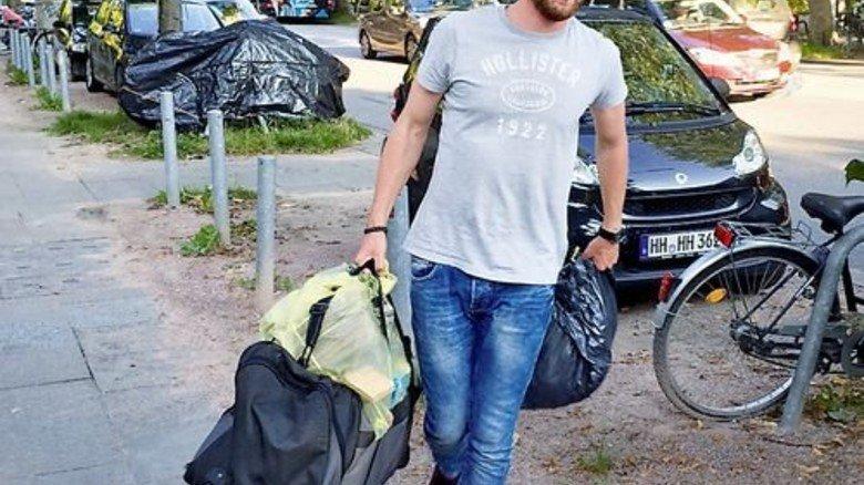 Nordakademie beschafft Kleider: Max Kramer und seine Kommilitonen organisierten eine umfangreiche Sammelaktion. Foto: Privat