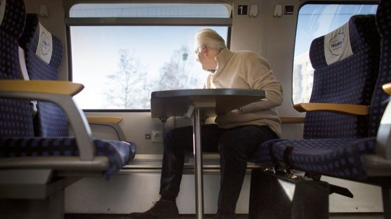 Komfortable Zugfahrt: Rollos schützen vor blendendem Licht. Foto: Getty