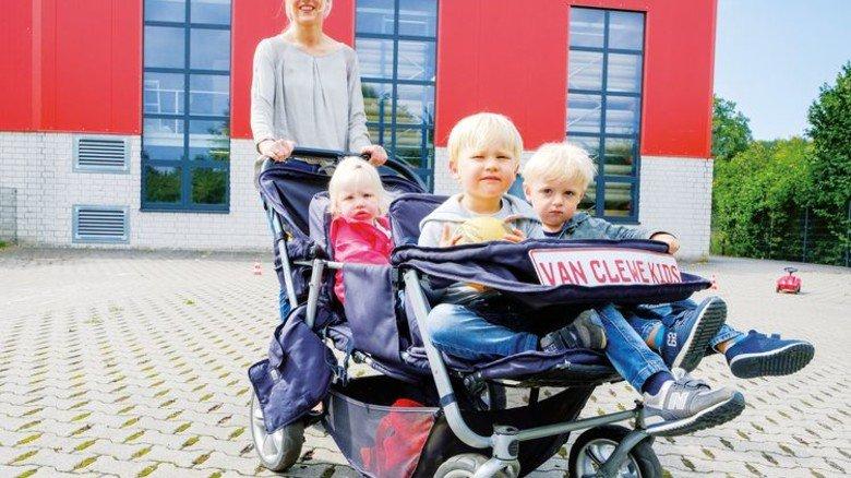 Seit zehn Jahren schiebt sie die Sache an: Kirsten Böing mit kleinen Kindern der Van-Clewe-Kollegen. Foto: Roth