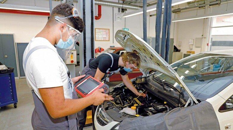 Corona Schutz in der Opel Berufsausbilung.