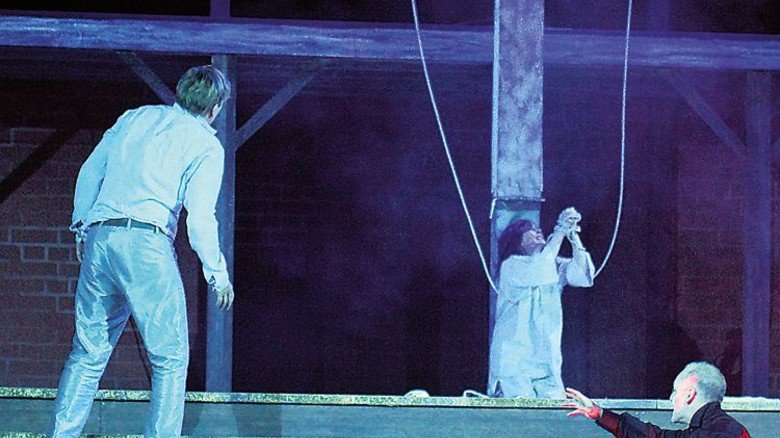 Tragisch: Faust hat Gretchen ins Unglück gestürzt. Foto: Hollatz