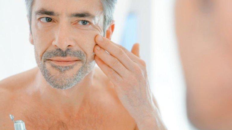 Geht doch: Auch Männerhaut mag gezielte Pflege, gerade nach der Rasur. Foto: Fotolia