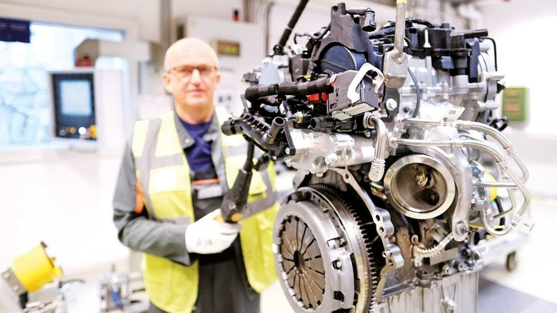 Motorenprüfstand bei Ford in Köln: Der Autobauer setzt auf klassische Verbrennungsmotoren, auf Hybrid-Technik sowie Elektroautos. Bis zum Jahr 2024 will Ford insgesamt 18 elektrifizierte Fahrzeuge auf den Markt bringen.