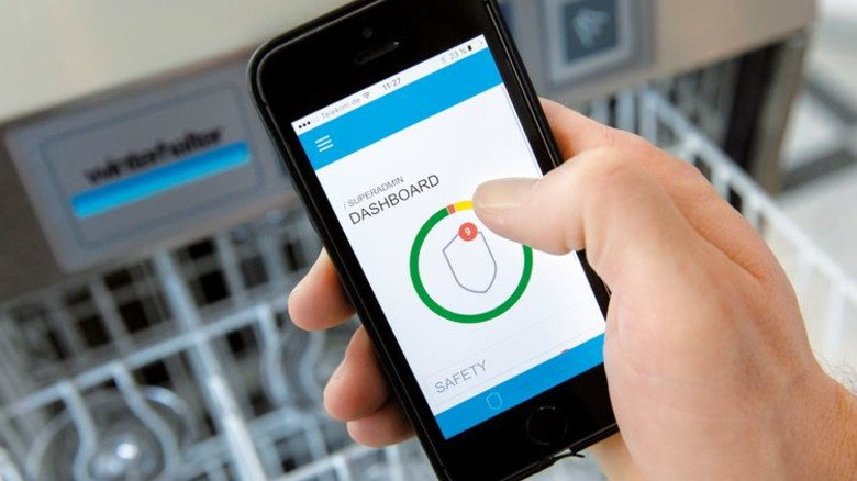 Intelligent: Restaurant-Betreiber können jetzt per App prüfen, ob alle ihre Spülmaschinen optimal arbeiten. Foto: Eppler