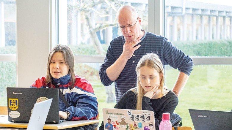 """Geografie-Lehrer Damerau: """"In Deutschland hätte ich erst in den Computerraum gehen und hoffen müssen, dass das WLAN dort funktioniert."""