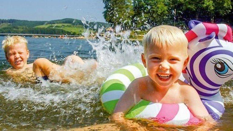 … oder Listersee im Sauerland: Junge und alte Wasserfans finden reichlich Abkühlung. Foto: Sauerland-Tourismus