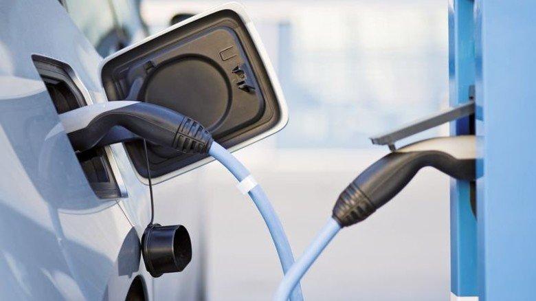 Strom tanken: Intelligente Kabel etwa von Leoni machen das Laden sicher. Foto: Adobe Stock