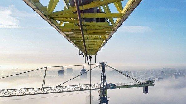 Gigantisch: Das Foto eines Fans zeigt die Baustelle des Ponsteiger in Amsterdam. Foto: Eric Bouw, Liebherr