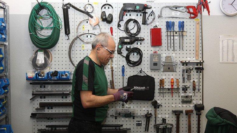 und Falah Humaydi in seiner Werkstatt.