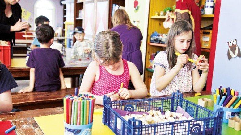 Gemeinsam basteln: Kinder im Center Parc an der Nordsee. Foto: Center Parcs