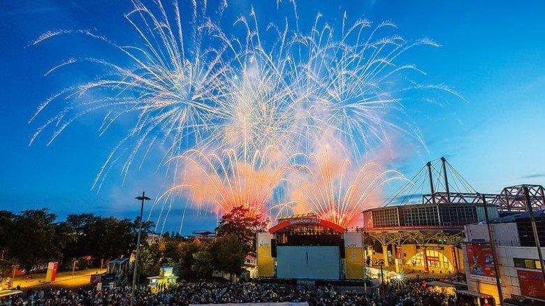 Stimmungsvoll und mit Gefühl: Ein großes Feuerwerk … Foto: Herzig