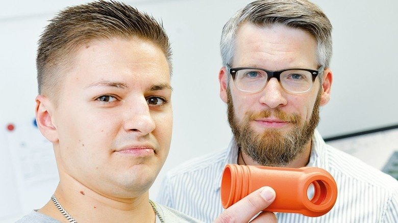 Packen jede Aufgabe an: Produktdesigner Vladimir Ivanovskij (links) und Lars Schröder, Leiter der Arbeitsvorbereitung und Konstruktion.