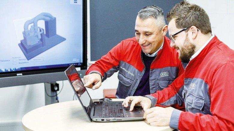 Enge Zusammenarbeit im 3-D-Druck-Team: Waldemar Hirsch (rechts) und Hasan-Cem Gülaylar. Das Bild entstand vor der Coronakrise.