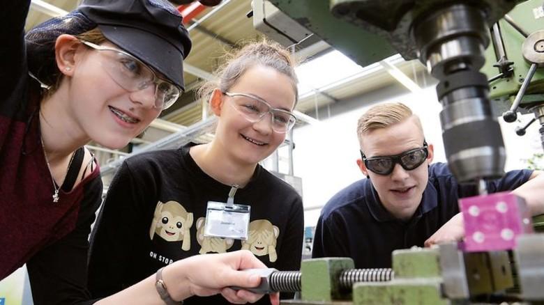 Faszination Technik: Schüler beim Zukunftstag. Foto: Werk