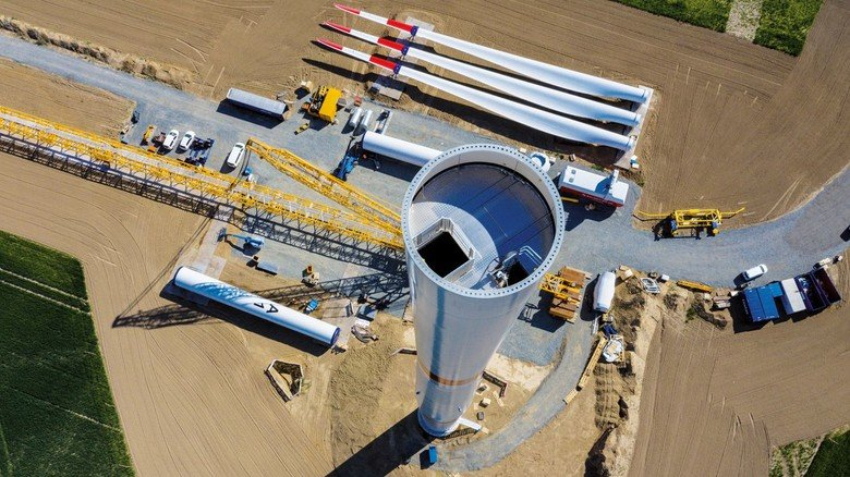 Windpark bei der Stahlhütte: Das Unternehmen Salzgitter Flachstahl will mit Windstrom erzeugten Wasserstoff in der Stahlproduktion nutzen.