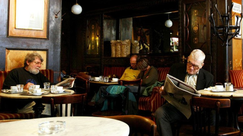 Beschaulich: Rentner genießen im Wiener Kaffeehaus ihren alimentierten Lebensabend. Foto: dpa
