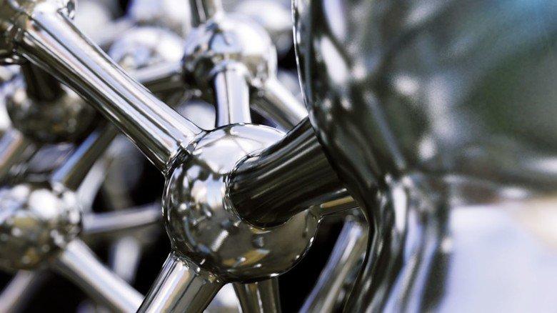 Glänzend: 3-D-Darstellung des Eisenmoleküls – hier rostfreier Edelstahl.