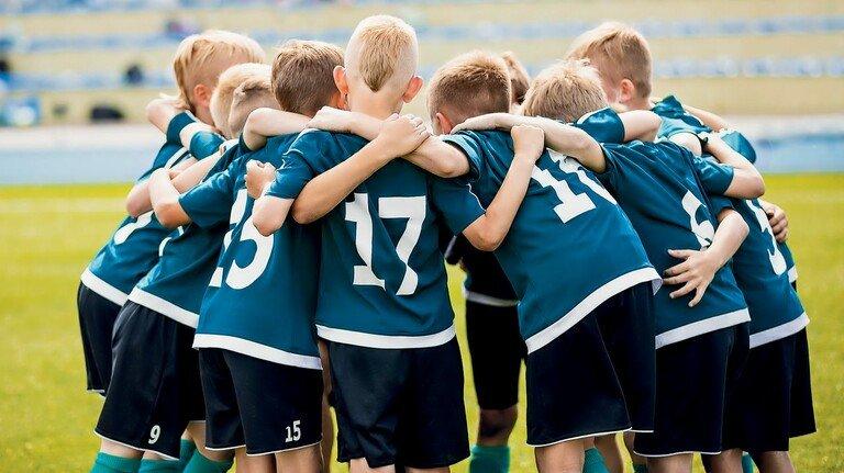 Beliebter Vereinssport: Fußball. Und da geht es um viel mehr als nur um Tore.