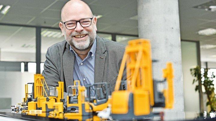 Kundendienst-Experte: Rainer Breitschädel ist einer von über 350 Mitarbeitern im Zentrallager von Jungheinrich in Kaltenkirchen.