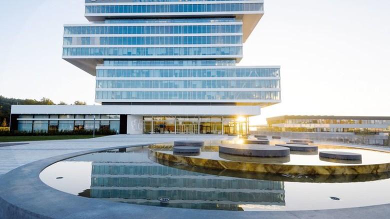 Technik am Teich: Das Umfeld inspiriert die Mitarbeiter. Foto: Bosch