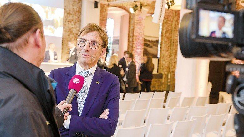 """Wolf Matthias Mang, Vorstandsvorsitzender von Hessenmetall, im Gespräch mit den Medien: """"Unsere Unternehmen stehen in einem schwierigen Jahr, das Anlass zur Sorge gibt."""""""