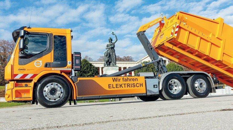 Stark: Der elektrische Abrollkipper in München ist der erste seiner Art in Bayern.
