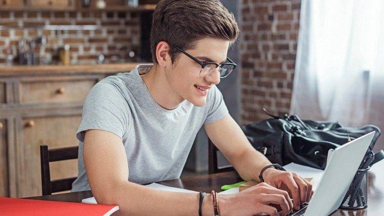 Lernen per Online-Plattform: Die Angebote dafür sollten sich Eltern zusammen mit ihren Kindern genau anschauen. Foto: AdobeStock