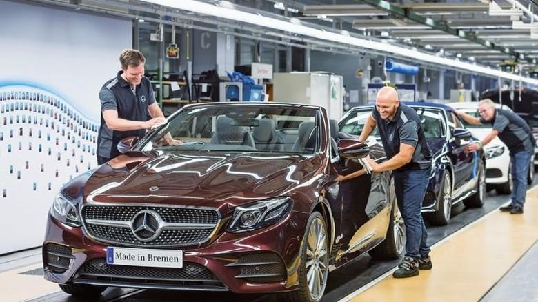 Neu im Programm: Das E-Klasse-Cabrio wird nun ebenfalls in Bremen gebaut. Foto: Werk