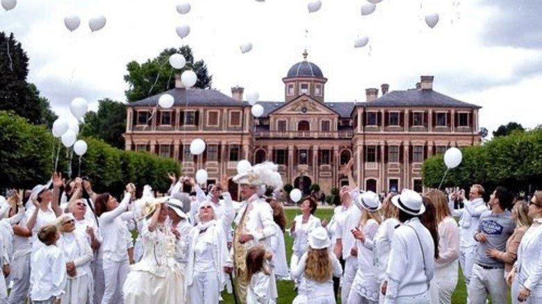 """Pracht-Kulisse: Das Schloss in Rastatt lädt zum """"Picknick in Weiß"""". Foto: Staatliche Schlösser und Gärten Ba-Wü"""