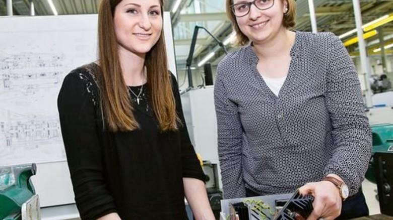Zufrieden: Olivia Breuling (links) und Antonia Hörmann machen Ausbildung und Studium auf einen Streich. Foto: Mierendorf