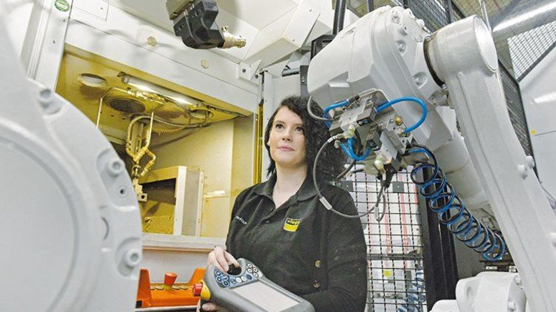 Viega Holding GmbH & Co.KG  Alina Venhaus, Zerspanungsmechanikerin im 3. Lehrjahr. Foto: Wirtz
