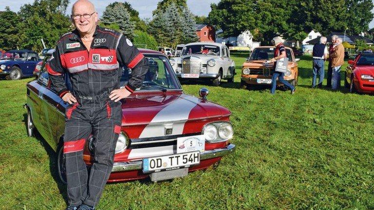 Stolzer Oldtimer-Besitzer: Hans-Jörn Stein und sein NSU TT. Foto: Herose