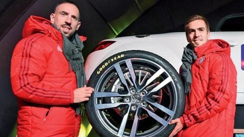 Legen sich ins Zeug für den Werbepartner: Bayern-Stars Franck Ribéry (links) und Philipp Lahm. Foto: Goodyear