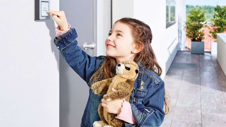 Hören, Sehen, Sprechen und Öffnen: Die Türstationen aus Furtwangen sorgen für die richtige Kommunikation am Eingang.
