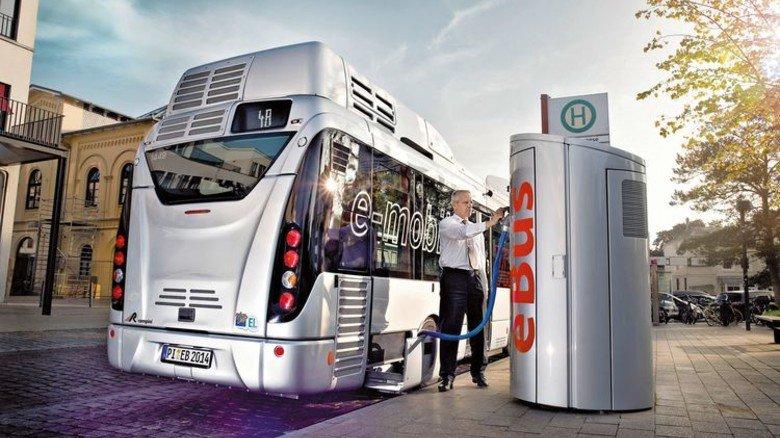 Saubere Luft für Hamburg: Die komplette Bus-Flotte der Stadt soll in Zukunft nur noch elektrisch fahren. Foto: VHH
