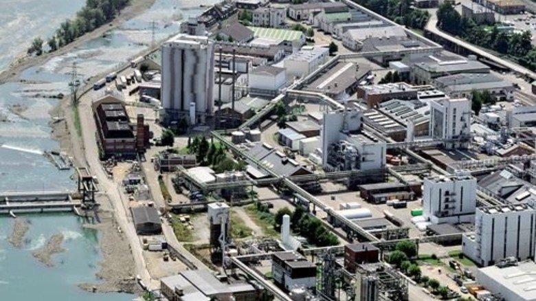 Rheinfelden: Blick aus der Luft auf die Industrieanlagen. Foto: Taxiarchos228