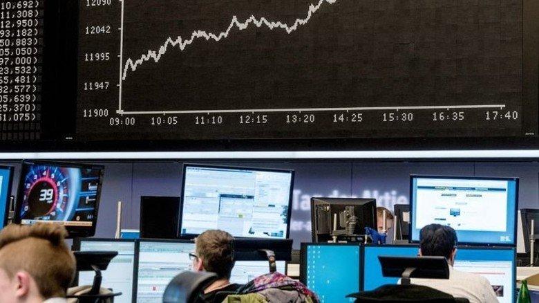 Lukrativer, aber riskanter: Langfristige Anlage an der Börse bringt in aller Regel mehr Rendite. Das soll nun zu höheren Betriebsrenten führen. Foto: Getty