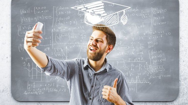 Virtueller Doktorhut: Bildungs-Apps werden immer beliebter. Und besser! Foto: Fotolia